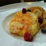 Royal Garden Cafe『リコッタチーズパンケーキ w/ハニカムバター』