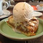 cafe ohanaya『オーガニックバナナタルト メープル&ナッツアイスのせ』