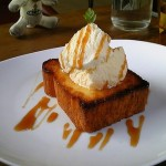 CAFE 六丁目『さくさくあったかトーストにとろけるバニラアイス』