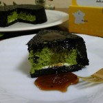 フランス菓子工房 ラ・ファミーユ『まっ黒チーズケーキ 抹茶黒みつ』『抹茶バウムクーヘン』
