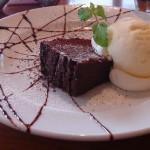 torch cafe『チョコレートケーキ バニラアイス添え~ダークラムの香り~』