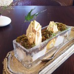 Cafe 中野屋『丹波の黒豆あんと柚子のソルベ、きな粉のメレンゲと抹茶のガトーショコラで山水画に見立てたパフェ』