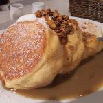幸せのパンケーキ『紅茶ミルクパンケーキ自家製グラノーラがけ』