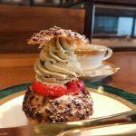 喫茶 半月『イチゴとピスタチオのシュークリーム』