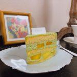 パティスリー イーズ『抹茶とマンゴーのショートケーキにマンゴーとパッションフルーツのソース』